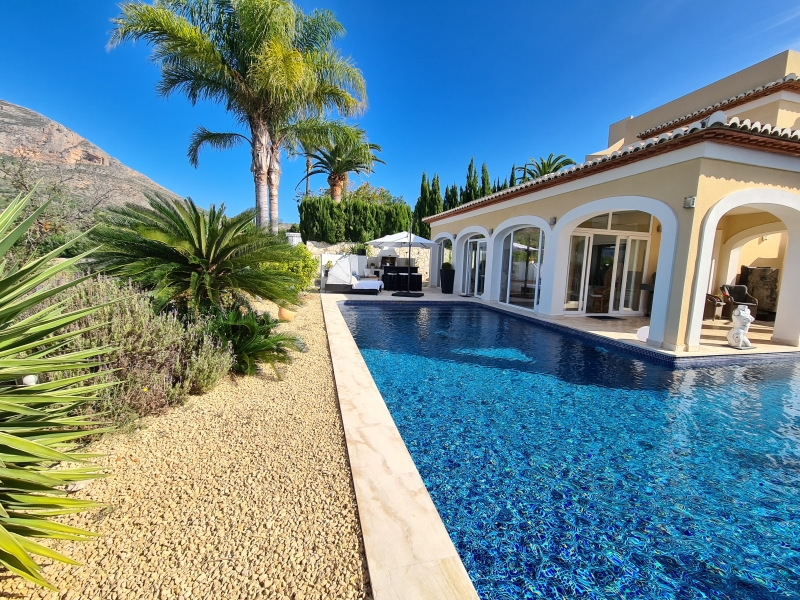 Stunning luxury villa for sale 3 minutes from Javea