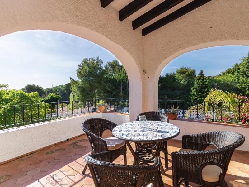 Partially renovated villa for sale in Balcon al Mar, Javea