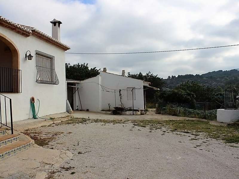 Country House in good condition lots of potential in Gata de Gorgos