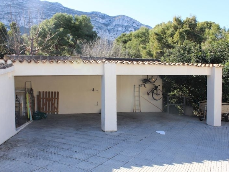 Large distinctive villa for sale in Denia